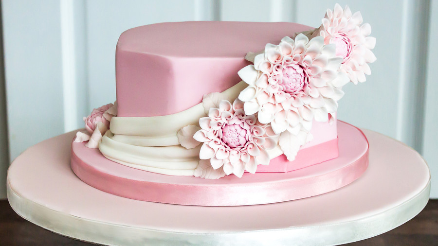 Dahlias Derby Hat Cake