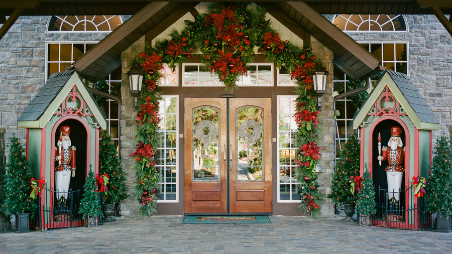 Front Doors_Inn at Christmas Place