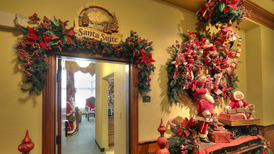 Santa Suite Inn at Christmas Place
