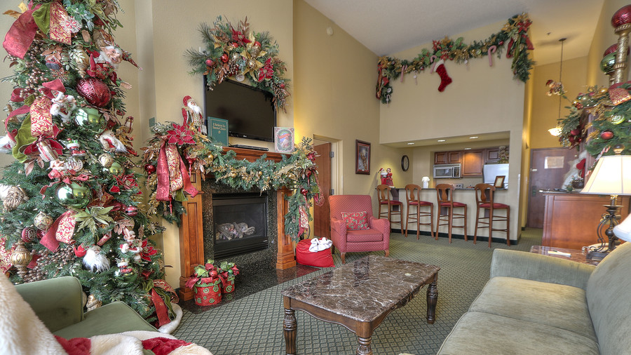 Santa Suite 3 Inn at Christmas Place