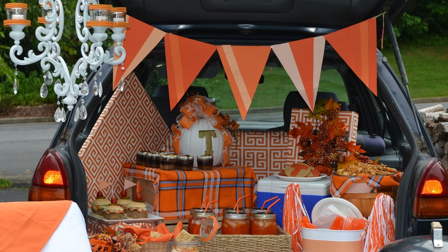 20 Incredible Ways to Decorate with Pumpkins This Fall For the Tailgate or Football Party