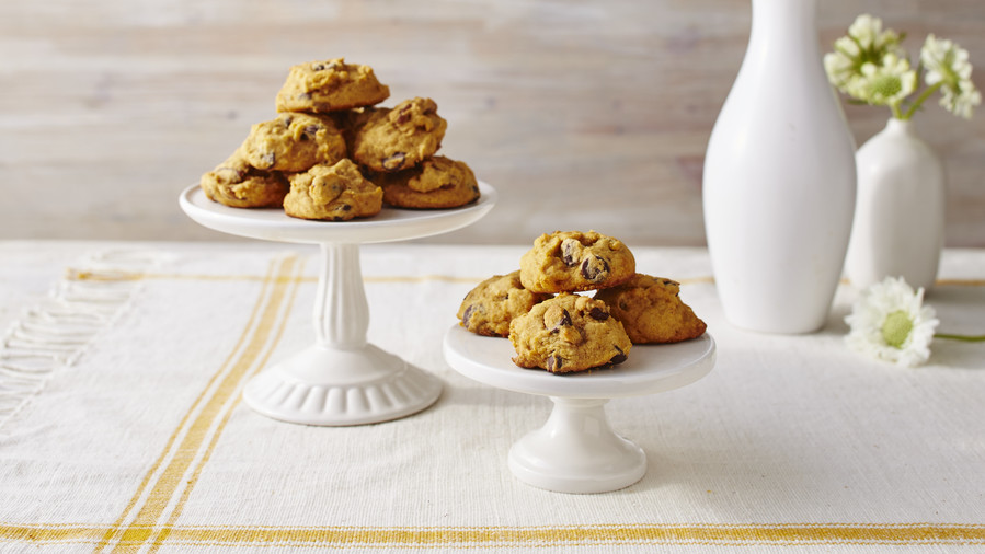 RX_1708_Vintage Christmas Recipes_Pumpkin-Chocolate Chip Cookies