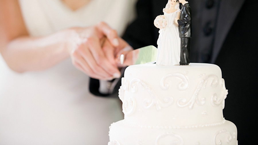 wedding cake tradition origin 16 common wedding traditions and the shocking history 26688