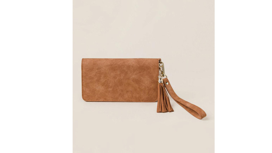 Leave the baggage at home! This teeny tiny, no-fuss wristlet was designed for carrying essentials only.