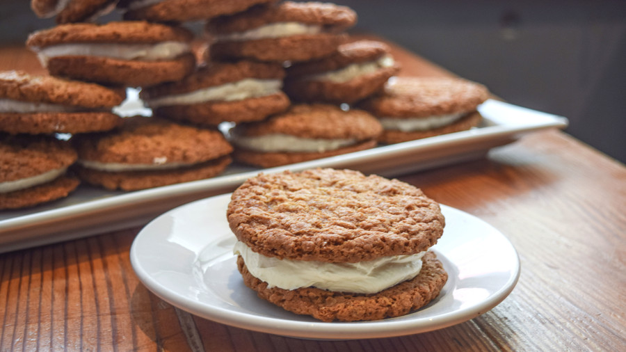 Leon's Full Service Oatmeal Cream Pie