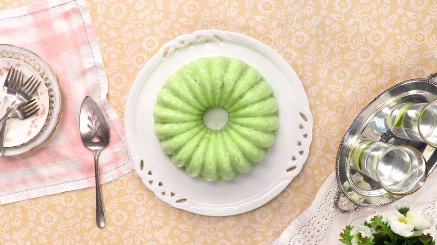 Lime Gelatin and Cottage Cheese Salad