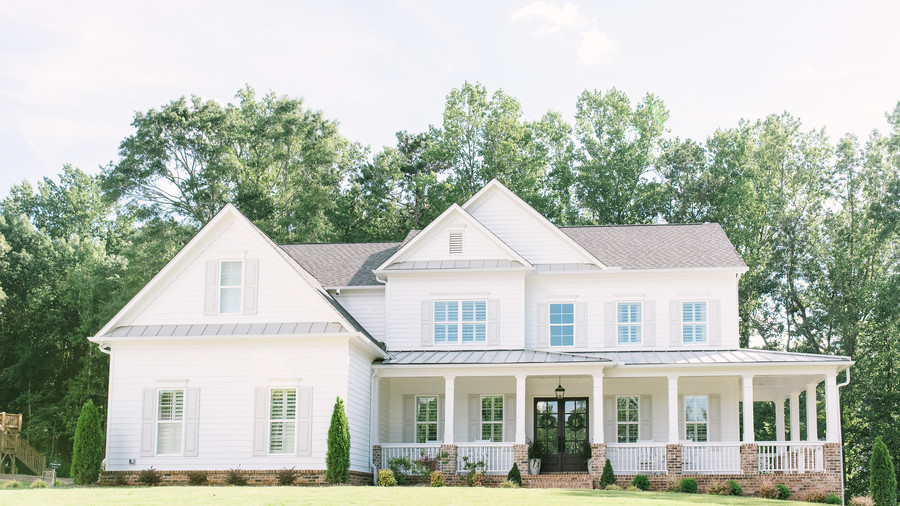 The Best Exterior Paint Colors for Farmhouses