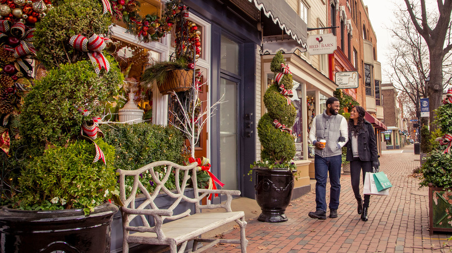 Couple Shopping in Old Town Alexandria, VA During Christmas
