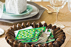 Christmas Table Decorations: TableTopics Card Game