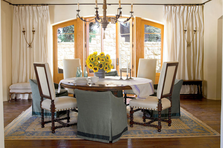 Create a casual look stylish dining room decorating for Informal dining room decorating ideas