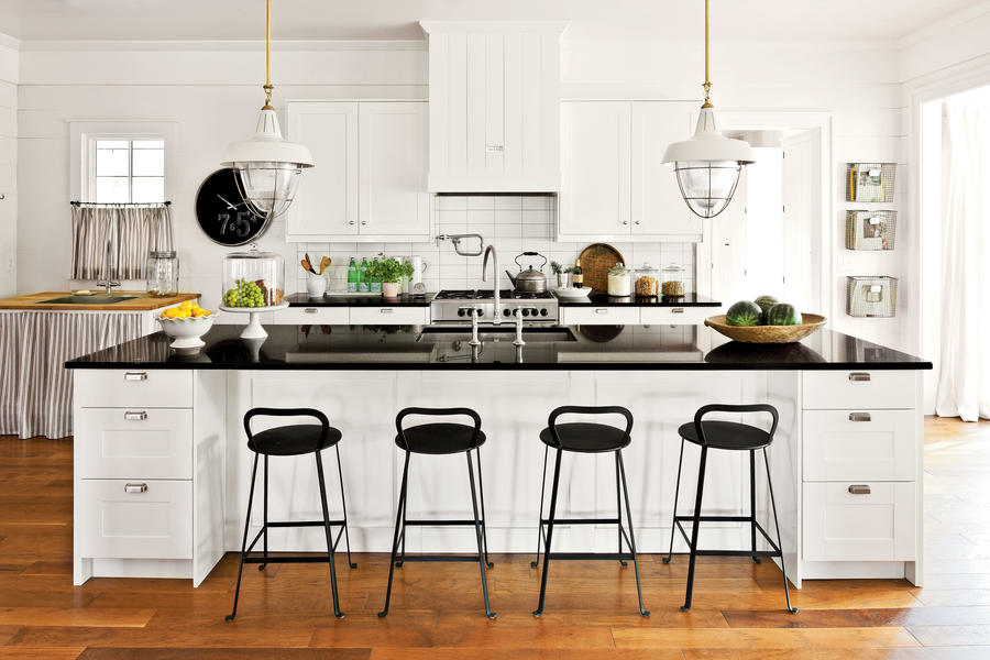 Farmhouse style cabinets crisp classic white kitchen for Southern living kitchen designs