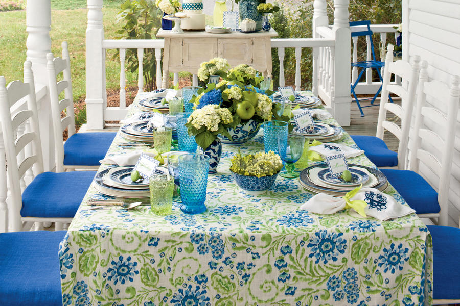Blue and White Table Setting Ideas