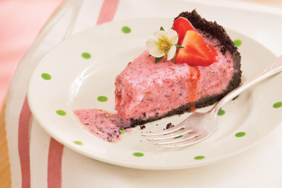 Creamy Strawberry-Mint Pie