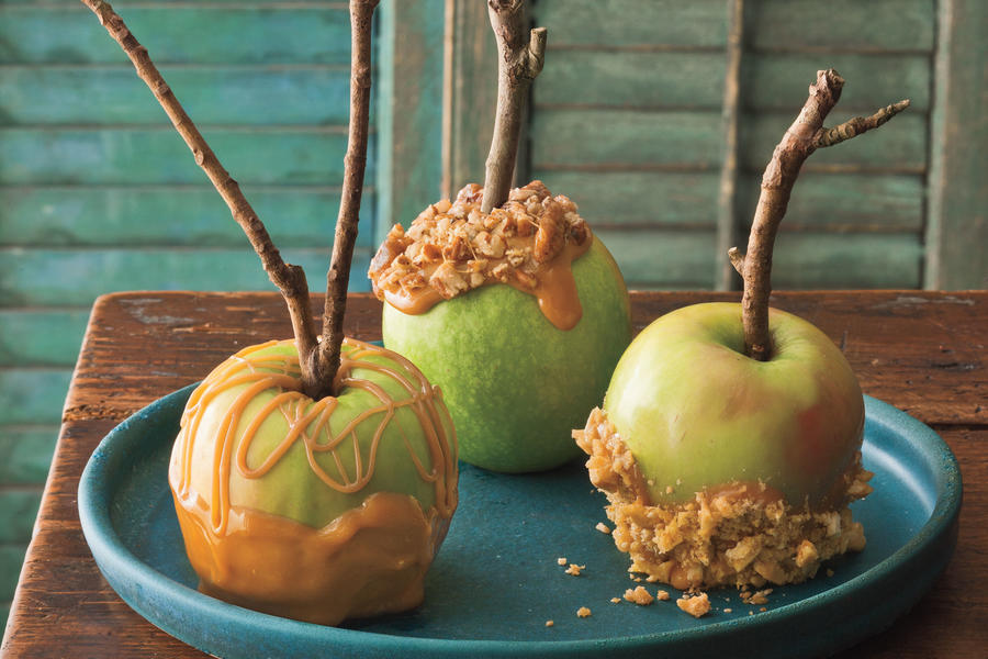 Southern style caramel apples halloween dessert recipes for Caramel apple recipes for halloween