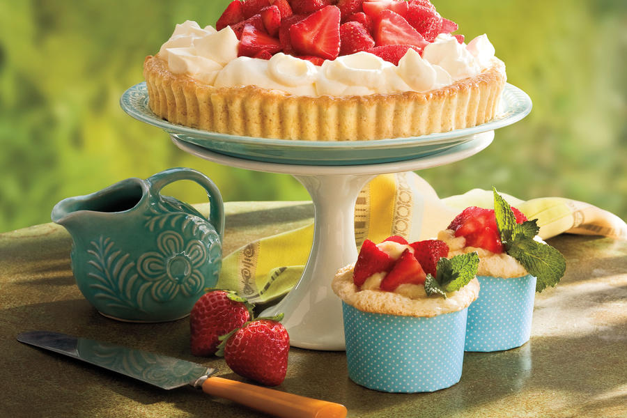 Cupcake Recipes: Vanilla-Stuffed Strawberry Cupcakes