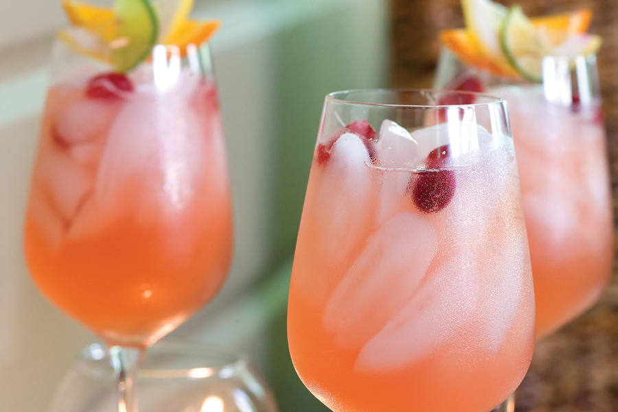 Punch and Cocktail Summer Drink Recipes: Pink Lemonade Cocktail