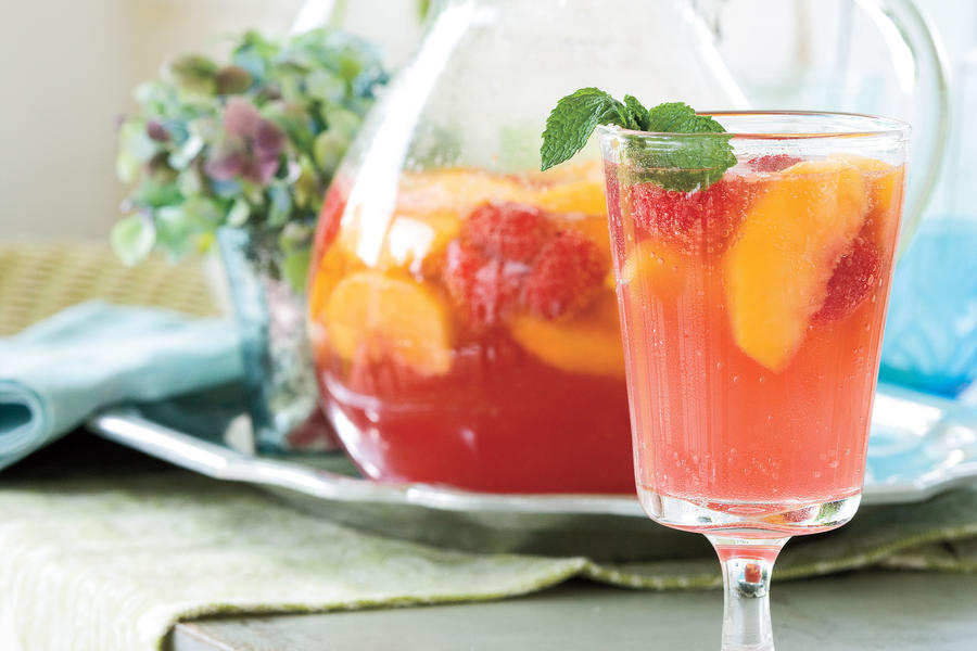 Punch and Cocktail Summer Drink Recipes: Carolina Peach Sangria