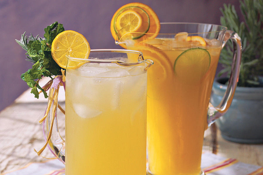 Punch and Cocktail Summer Drink Recipes: Cool Lavender Lemonade