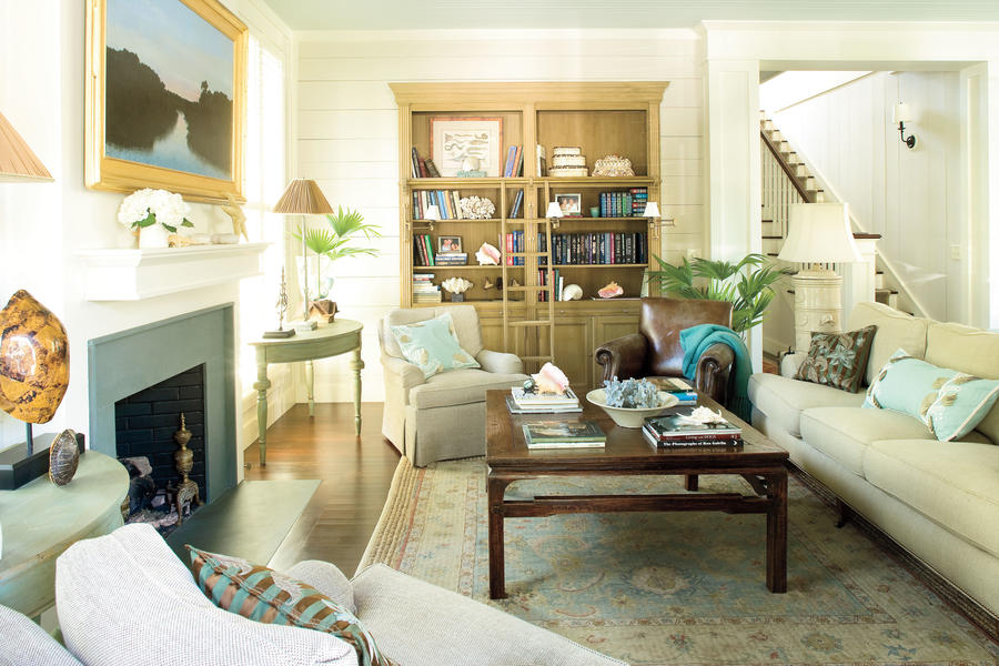 Accessorize with local pieces 106 living room decorating for Southern living decorating ideas living room