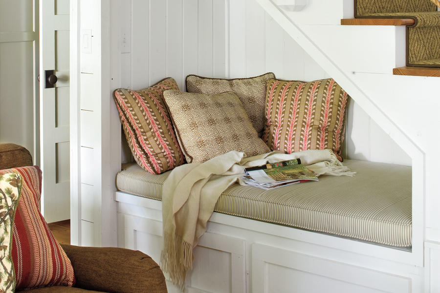 Lakeside Cabin Makeover: Reading Nook