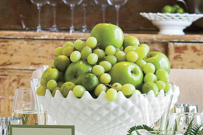 Table Place Settings for Entertaining: Arrange an Edible Centerpiece