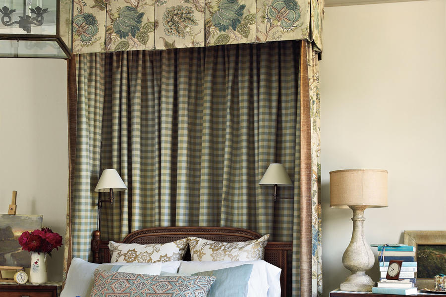 Master Suite Canopy Bed
