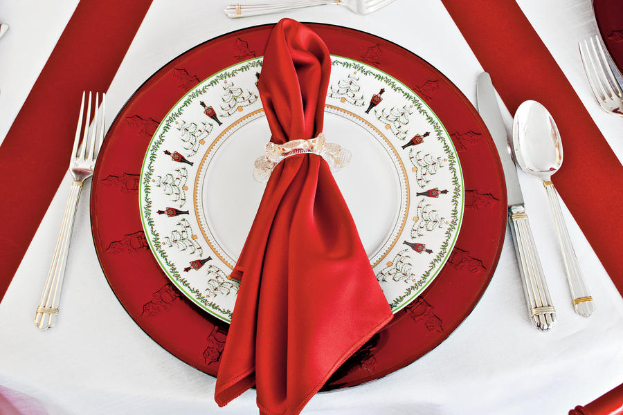Christmas Table Decorations: Layer with Ribbons
