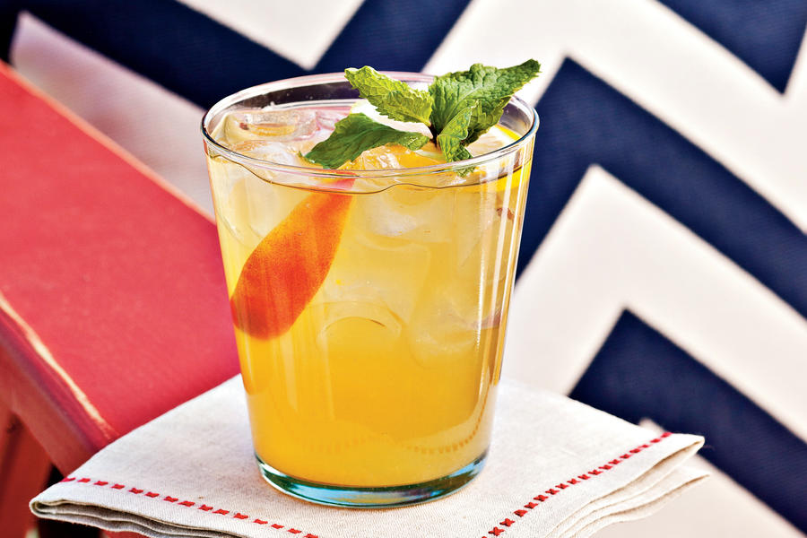 Bourbon-Peach Cocktail