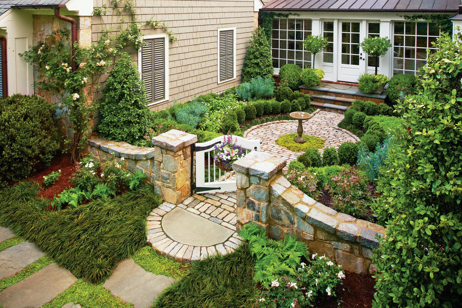 Cottage garden courtyard classic courtyards southern for Best apps for garden and landscaping designs