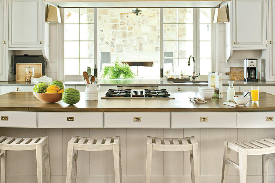 Reflective Nature-Inspired Kitchen