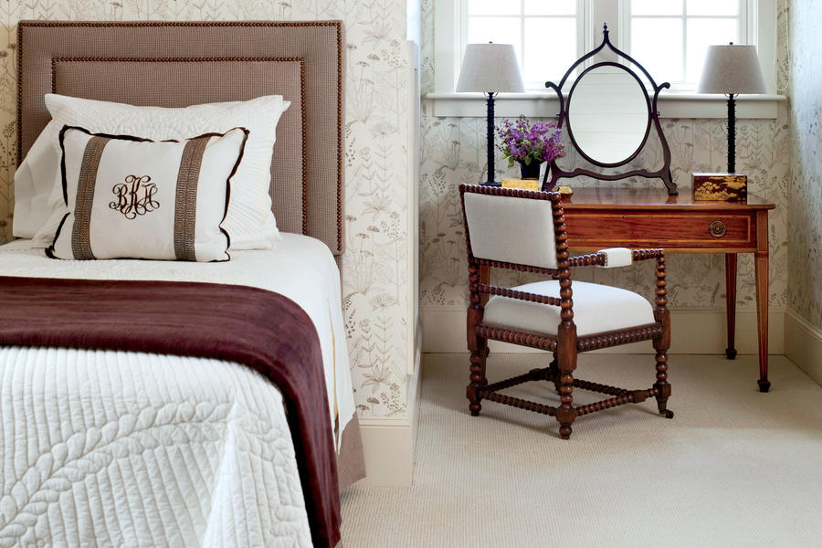 Decorate Small Spaces