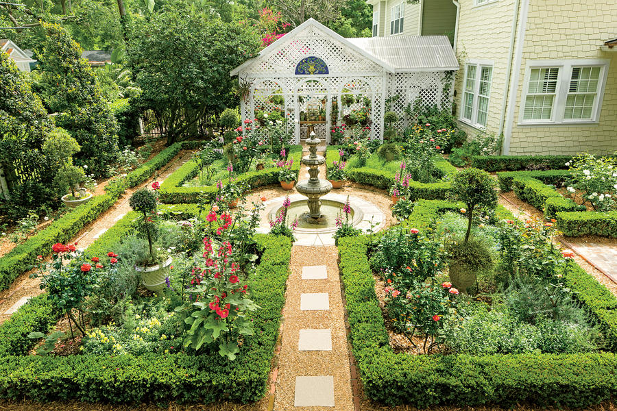 British-Inspired Courtyard - Classic Courtyards - Southern ...