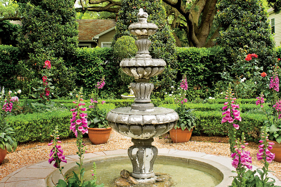 English Courtyard Fountain