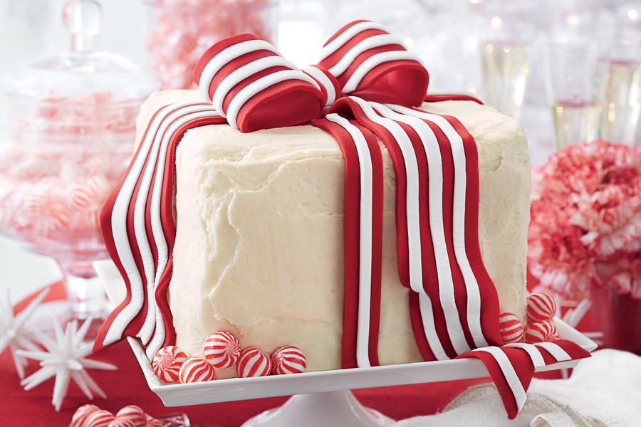 White Cake with Peppermint Icing