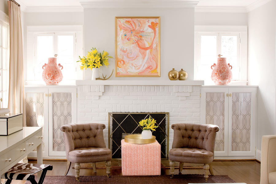 Living room a decorator 39 s 1920s home redo southern living for 1920s living room ideas