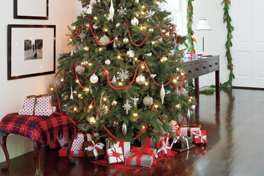 Holiday Style Secrets: Tone down the tree.