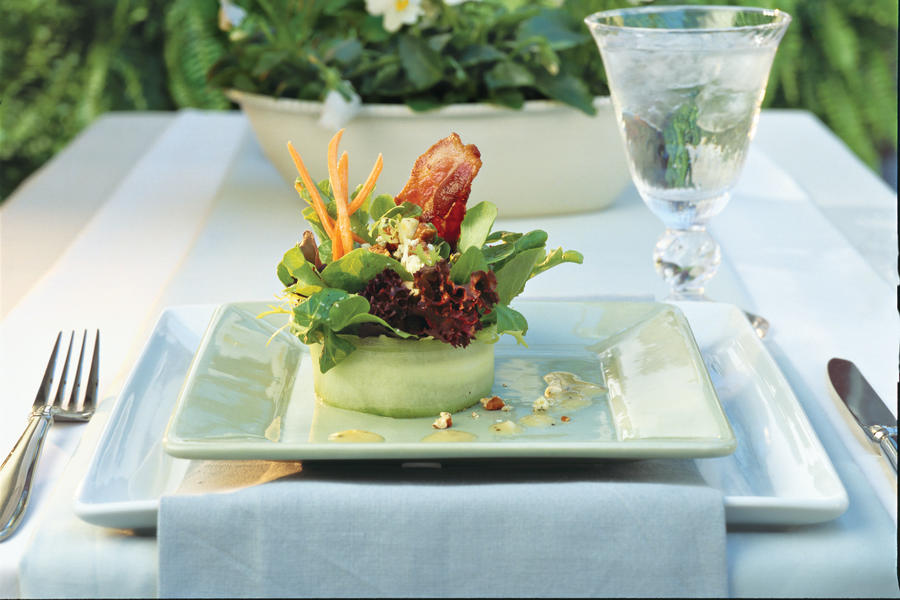 Spring Salad Recipes: Bacon-Blue Cheese Salad With White Wine Vinaigrette