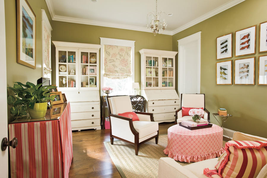 Ideas for Southern Homes: Old and New Furniture Blend