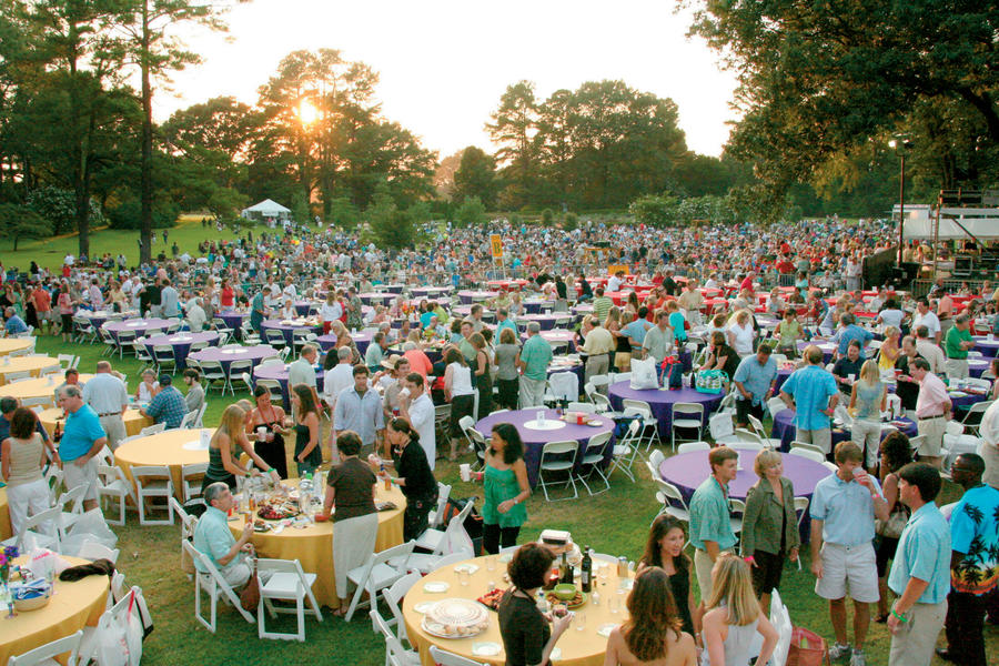 Hear music under the stars five ways to stay cool in tennessee during the summer southern living for Botanical gardens concert series