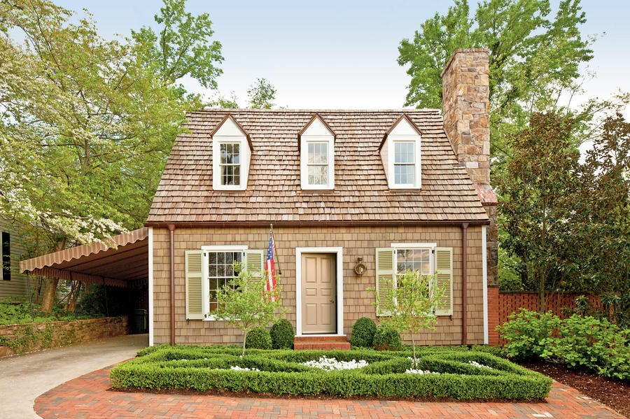 Colonial williamsburg after exterior makeovers before for Williamsburg style house plans