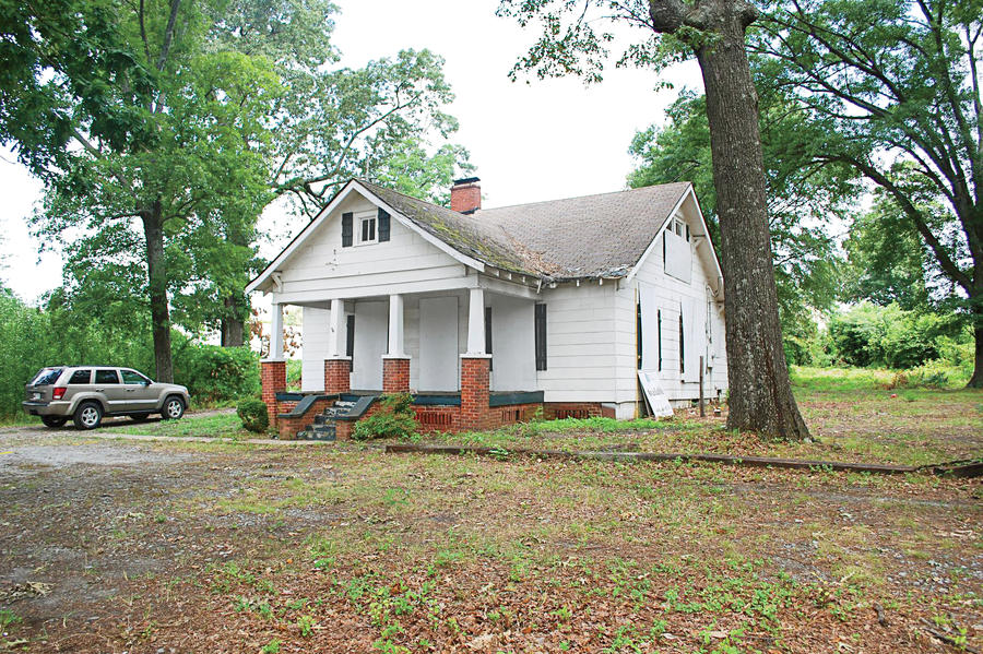 Classic georgia bungalow before exterior makeovers before and after southern living for Exterior bungalow renovations before and after