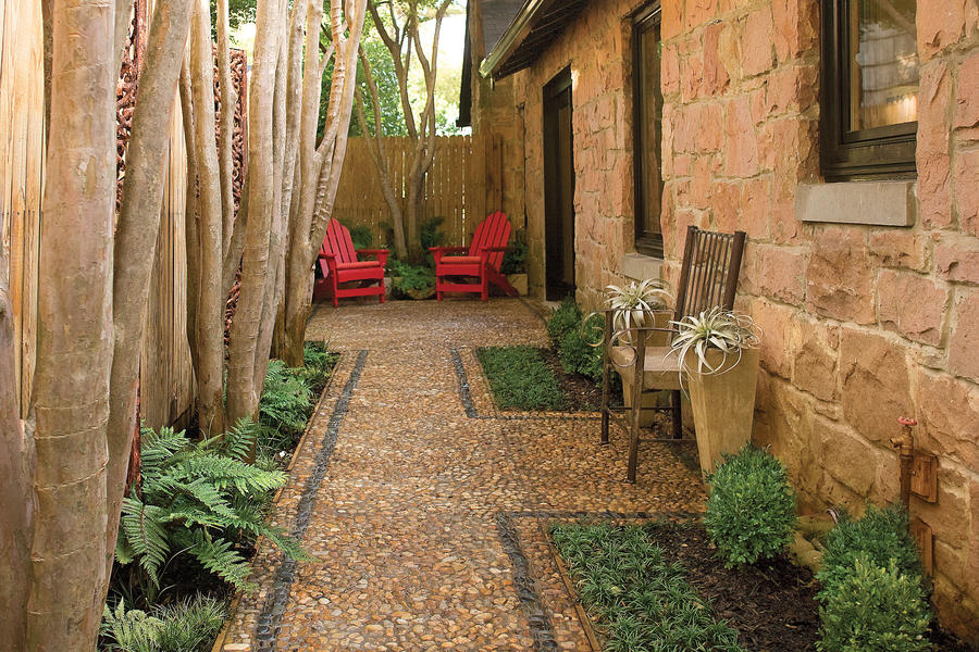 Make the Most of a Tight Spot in the sideyard