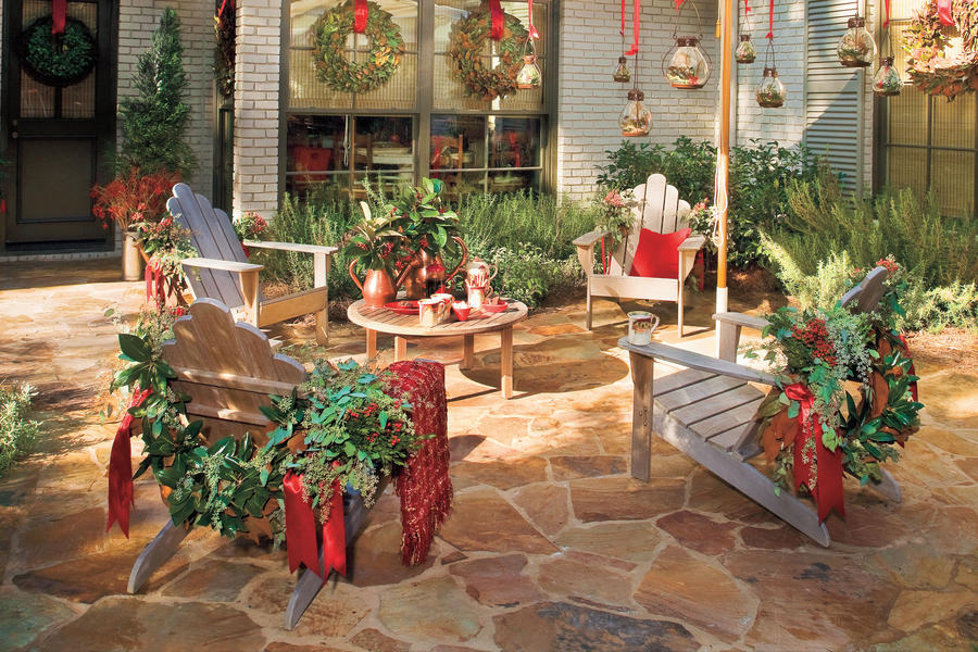 Christmas Decorating Ideas: Outdoor Furniture