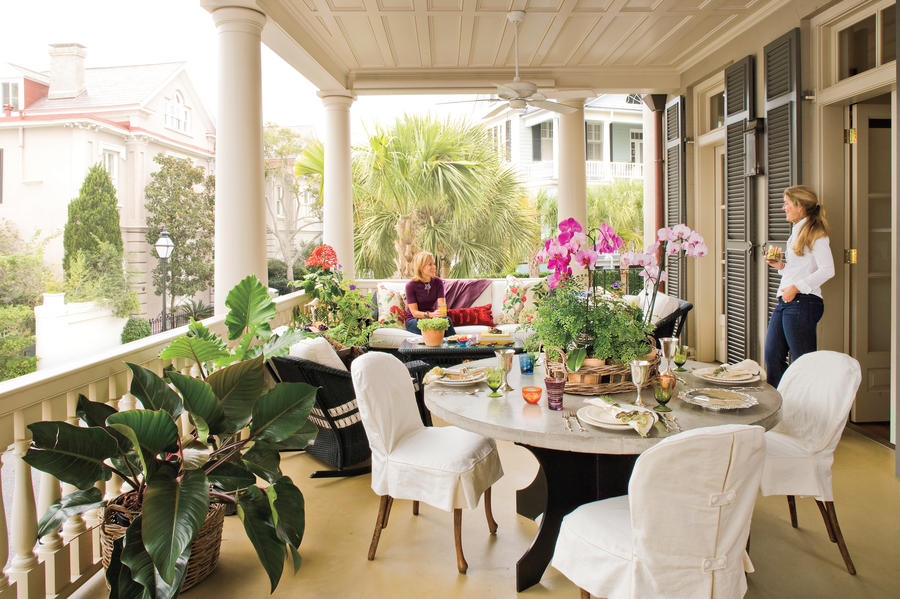 home and garden decorating elements of a charleston piazza
