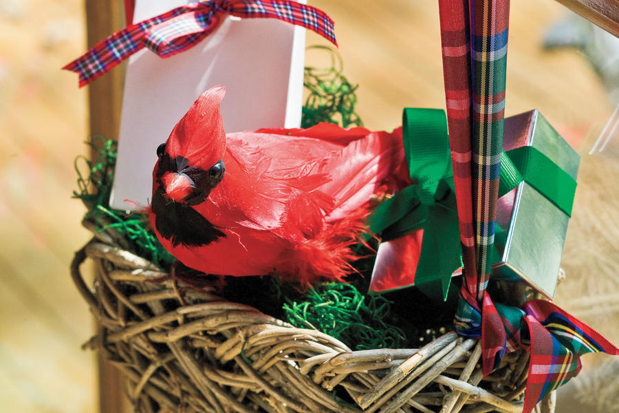 Christmas Decorating Ideas: Cardinal Nest