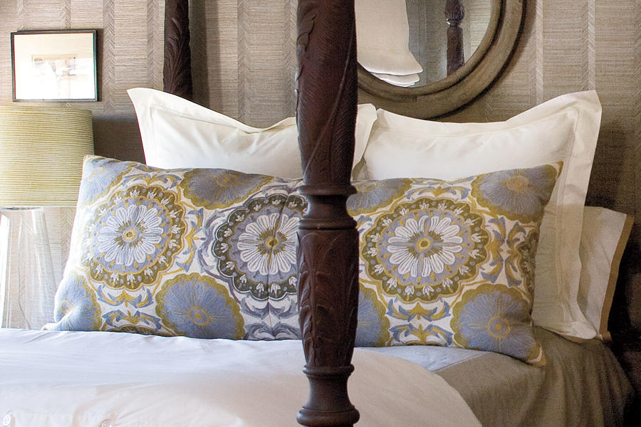 Guest Bedroom Makeovers: Bed Pillows