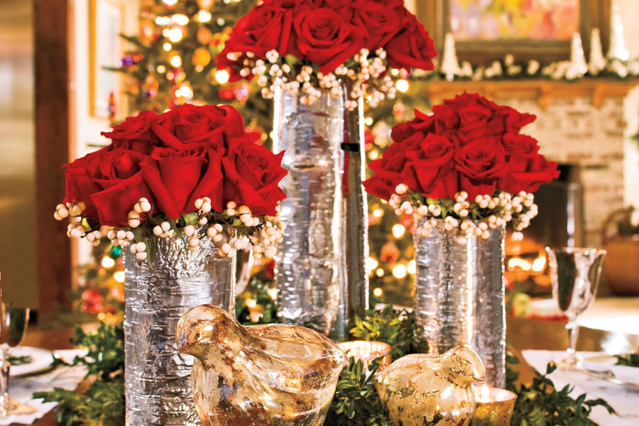 Christmas Decorating: Red Rose Centerpiece