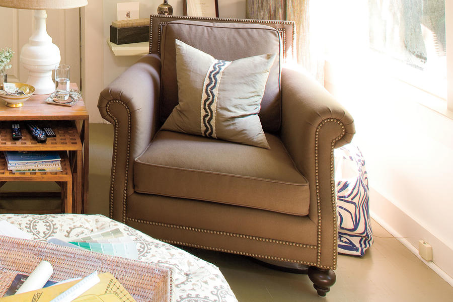 Living Room Decor with a Personal Touch: Club Chairs