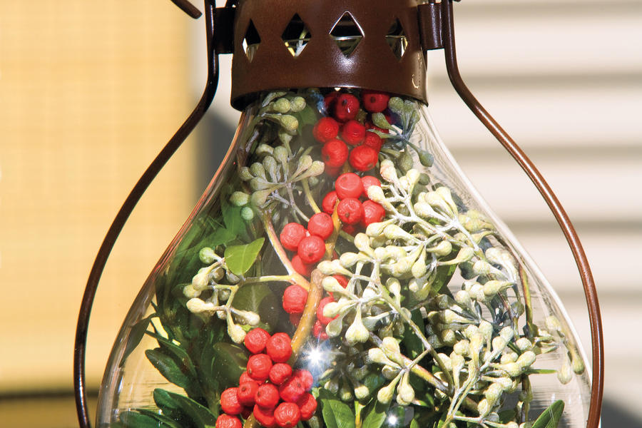 Christmas Decorating Ideas: Outdoor Holiday Lanterns