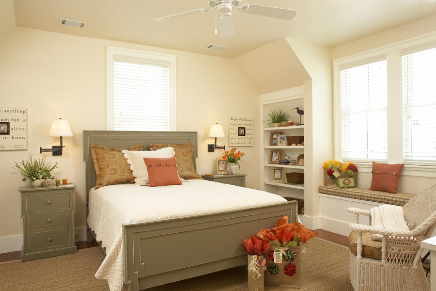 Inspired room gracious guest bedroom decorating ideas for Cottage bedroom ideas